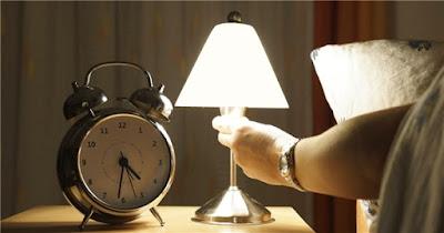 bật đèn ngủ