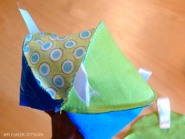 DIY a ball for kids -   Get your free PDF sewing patttern for a soft baby toy, with a step-by-step tutorial and lots of how-to photos. It's an easy beginner sewing project for a perfect baby-welcoming gift you can make in a really short time.