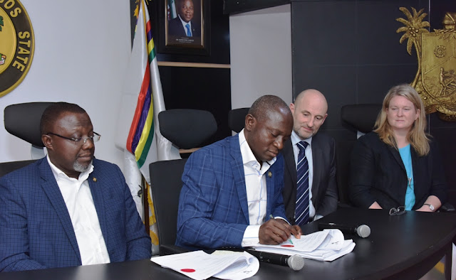 Lagos, UK firm sign N2.52 billion MOU to provide 10,000 street lights ?Deal to provide 500 jobs, facilitate hybrid energy plant