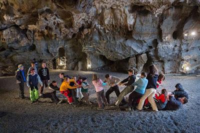 Спелеотерапия: подземные лечебницы  в соляных, сильвинитовых и карстовых пещерах, радоновых штольнях. Детская больница со спелеотерапией в Острове-у-Мацохи. Чехия