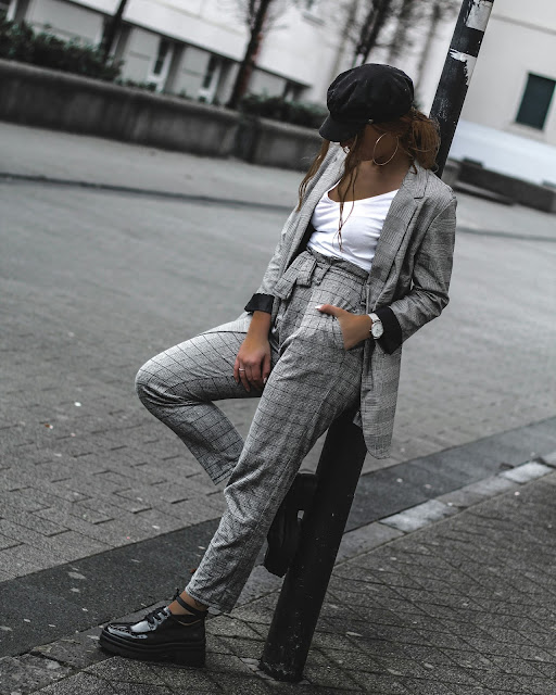 streetstyle, fashion blogger, blogger_de, asos, zara, mode, fashion, blogger, ootd, outfit, look, style, baker mütze, blazer, grau, kariert, stoffhose, anzugshose, lackschuhe, plateau schuhe, köln, mbfw, mönchengladbach, quote