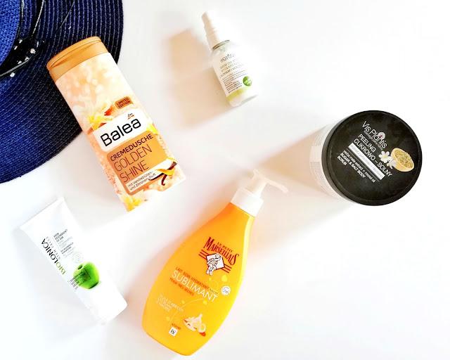 Pokaż wakacyjną kosmetyczkę — kosmetyki do pielęgnacji ciała