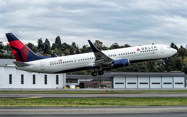 Boeing 737-900ER Delta Air Lines Takeoff Climbing