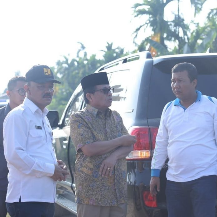 Kadis PUPR Ir Fauzi Dampingi Gubernur Jambi Tinjau Jalan di Tanjabtim