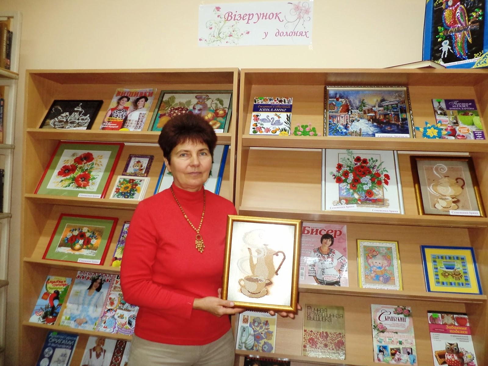 В бібліотеці пройшов майстер - клас з вишивки бісером. Майстриня Ірина  Семененко розповіла про особливості роботи з бісером 5875b1c0180f2