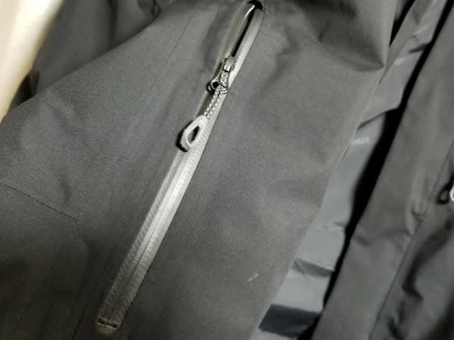 MAMMUTのアヤコ プロ HSフーデッドジャケットの防水ファスナーの画像