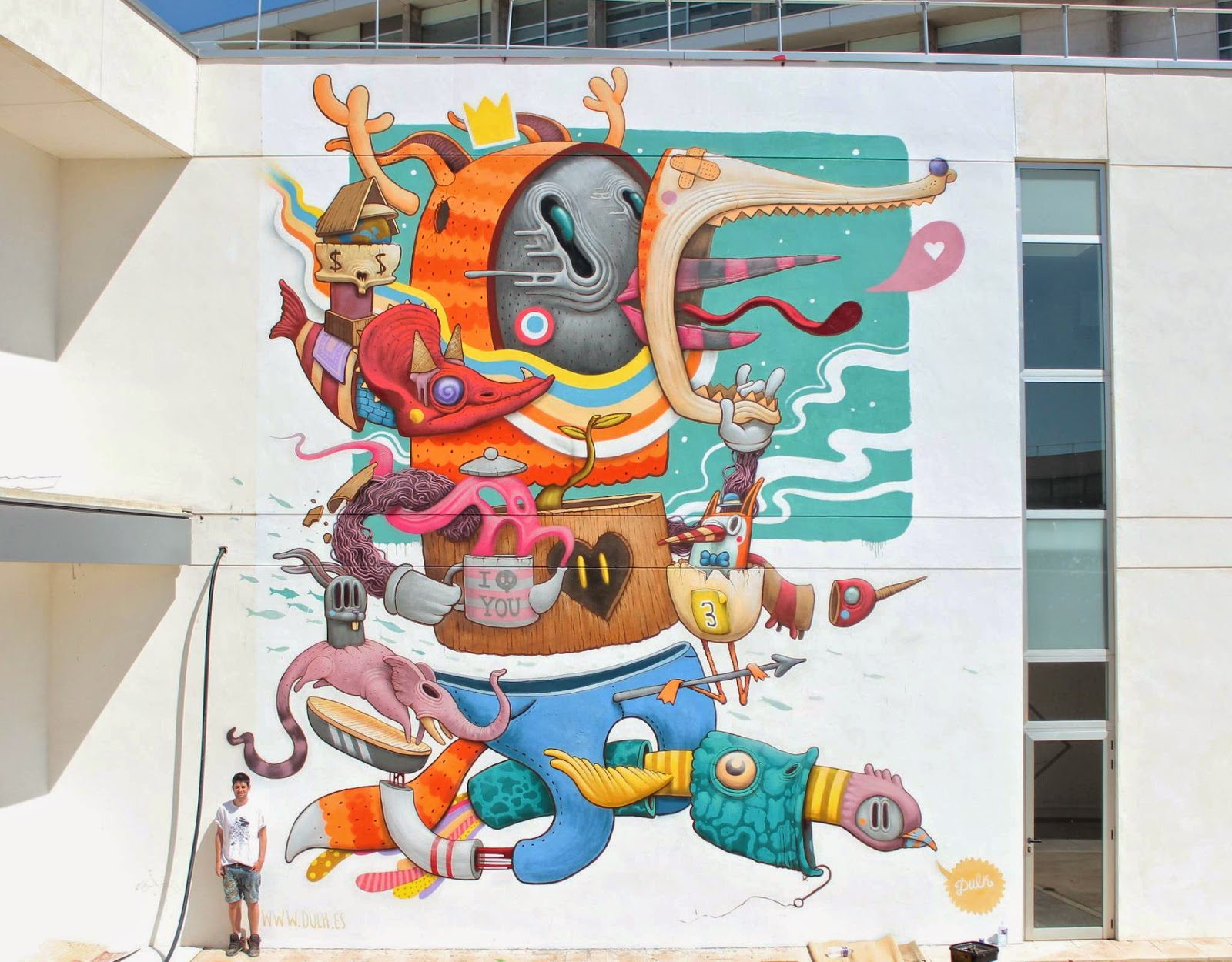 Antonio Segura Donat aka Dulk recently stopped by Valencia in Spain to attend the 2014th edition of the always excellent Poliniza Street Art Festival.
