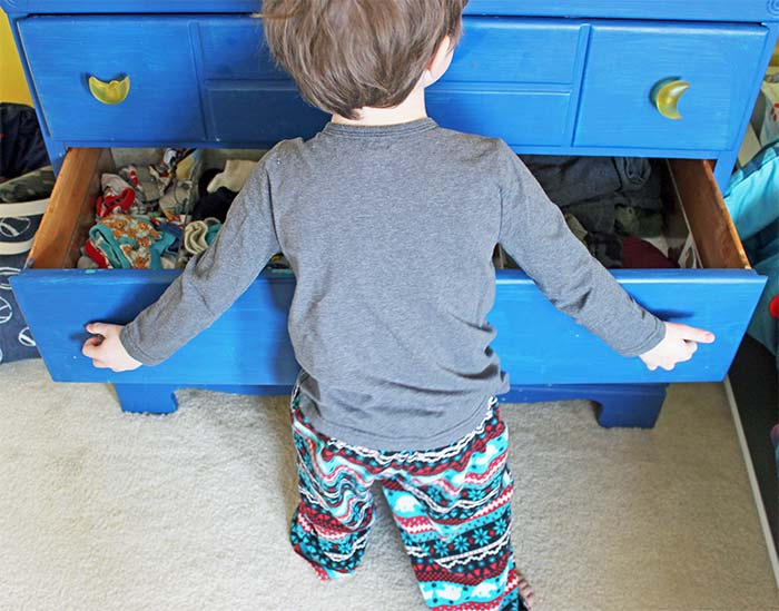 Put Away Clothes Definition ~ How to organize a dresser for kids with free printable