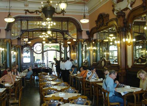 Creative guide to colorful Porto - Café Majestic | Happy in Red