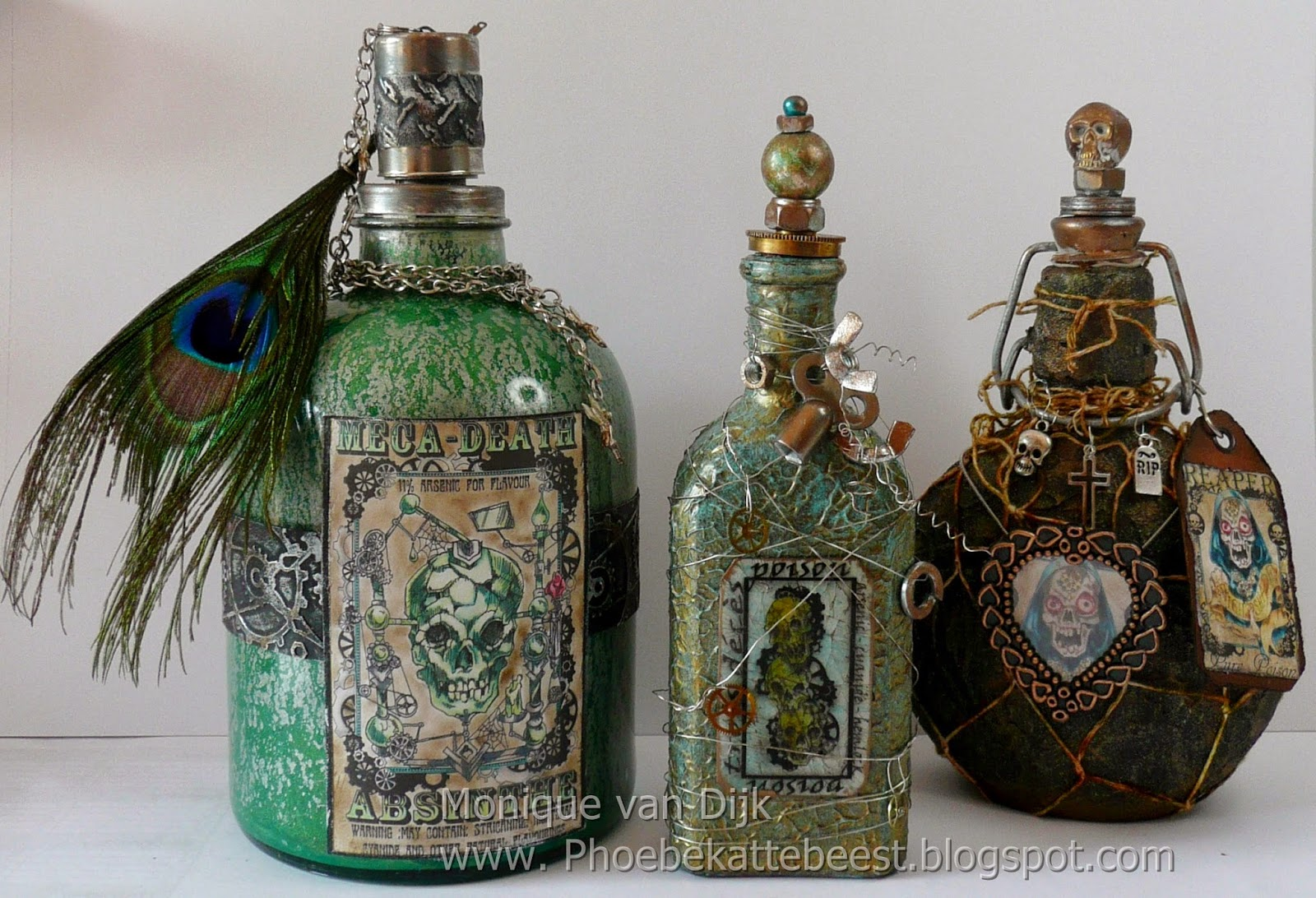 http://phoebekattebeest.blogspot.nl/2014/04/altered-steampunk-bottles.html
