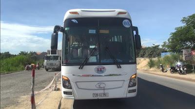 Quảng Ngãi Va chạm với xe khách nữ công nhân tử vong