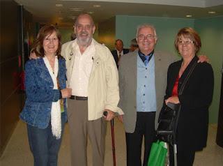 Teruel, con el autor y nuestras respectivas esposas en un encuentro celebrado en Sitges (Barcelona) en el año 2008 (Foto archivo personal de M. Jorques).
