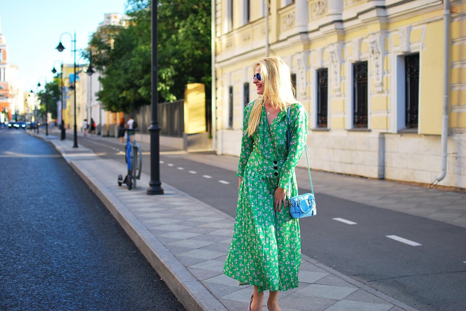 зеленое платье для блондинок модный образ