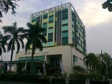 mahkota hotel, lokasi yang strategis
