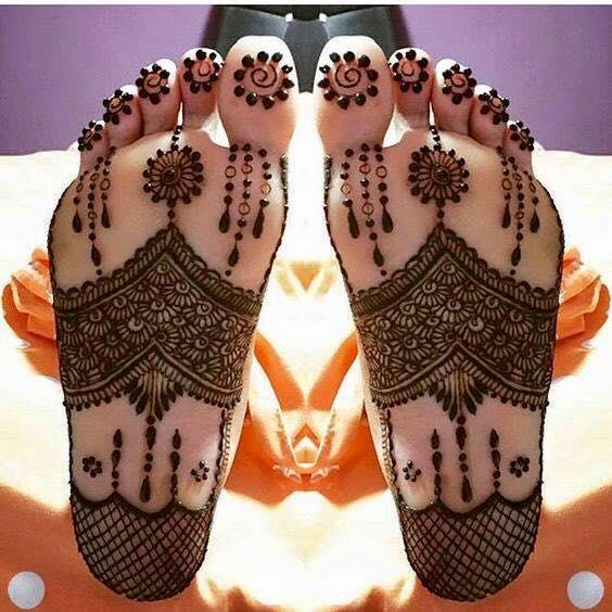 Image result for पैरों के लिए फ्लावर मेहंदी