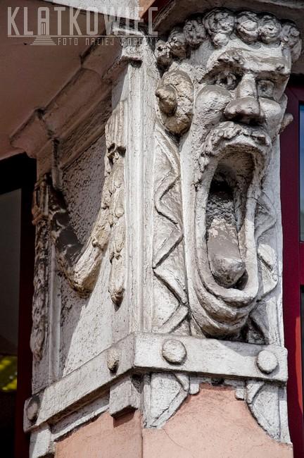 Pleszew. Kamienica. Detal architektoniczny.