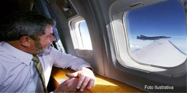 Lula fugindo do Brasil