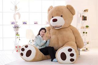くまのぬいぐるみのおもしろグッズあるょ~。巨大クマだくま。