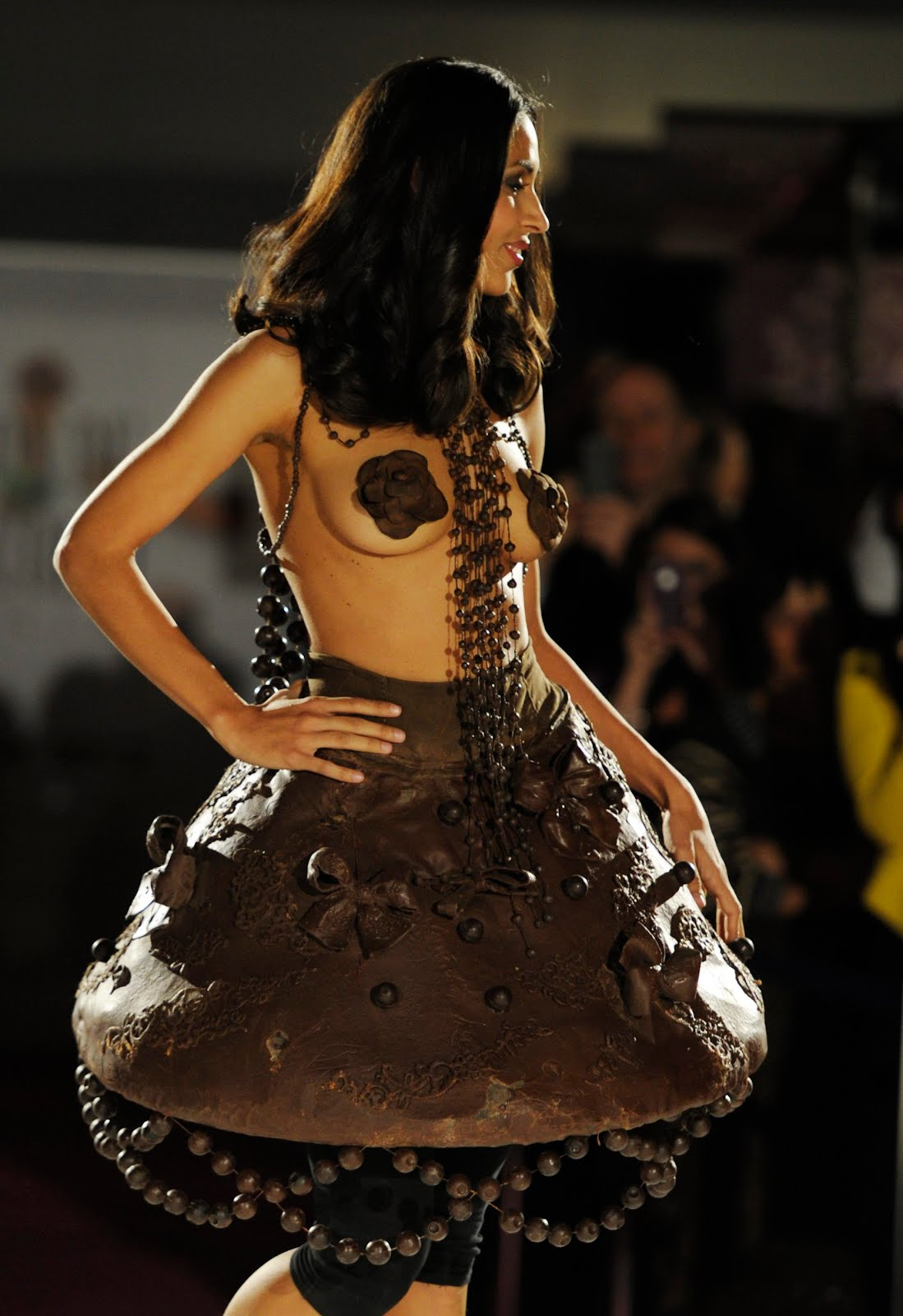 TONY PHYRILLAS ON POLITICS: A dress made out of chocolate?
