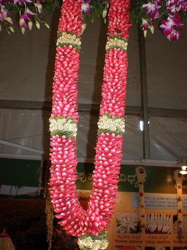 Buy Rose Petals Maalai (Surya Jyothika Malai) | PooOnline ...