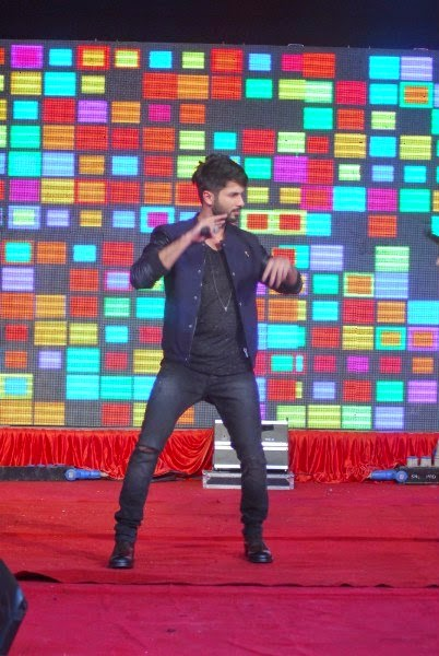 Shahid Kapoor Performing