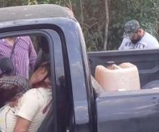 Hallan 2 ejecutados con narco-mensaje dentro de una camioneta en Tuxpan Veracruz