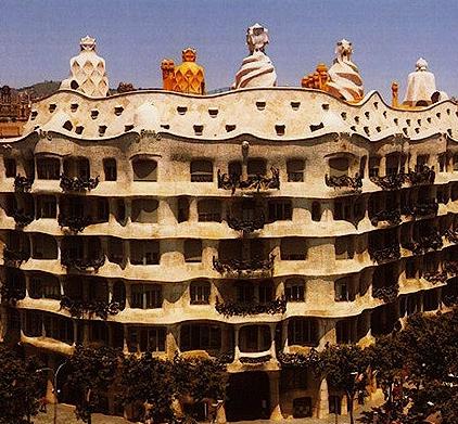 La Casa Milà « La Pedrera » (en catalan et en espagnol, « la carrière de  pierre »), est un édifice de Barcelone, érigé entre 1906 et 1910 par l architecte  ... aca413859cb7