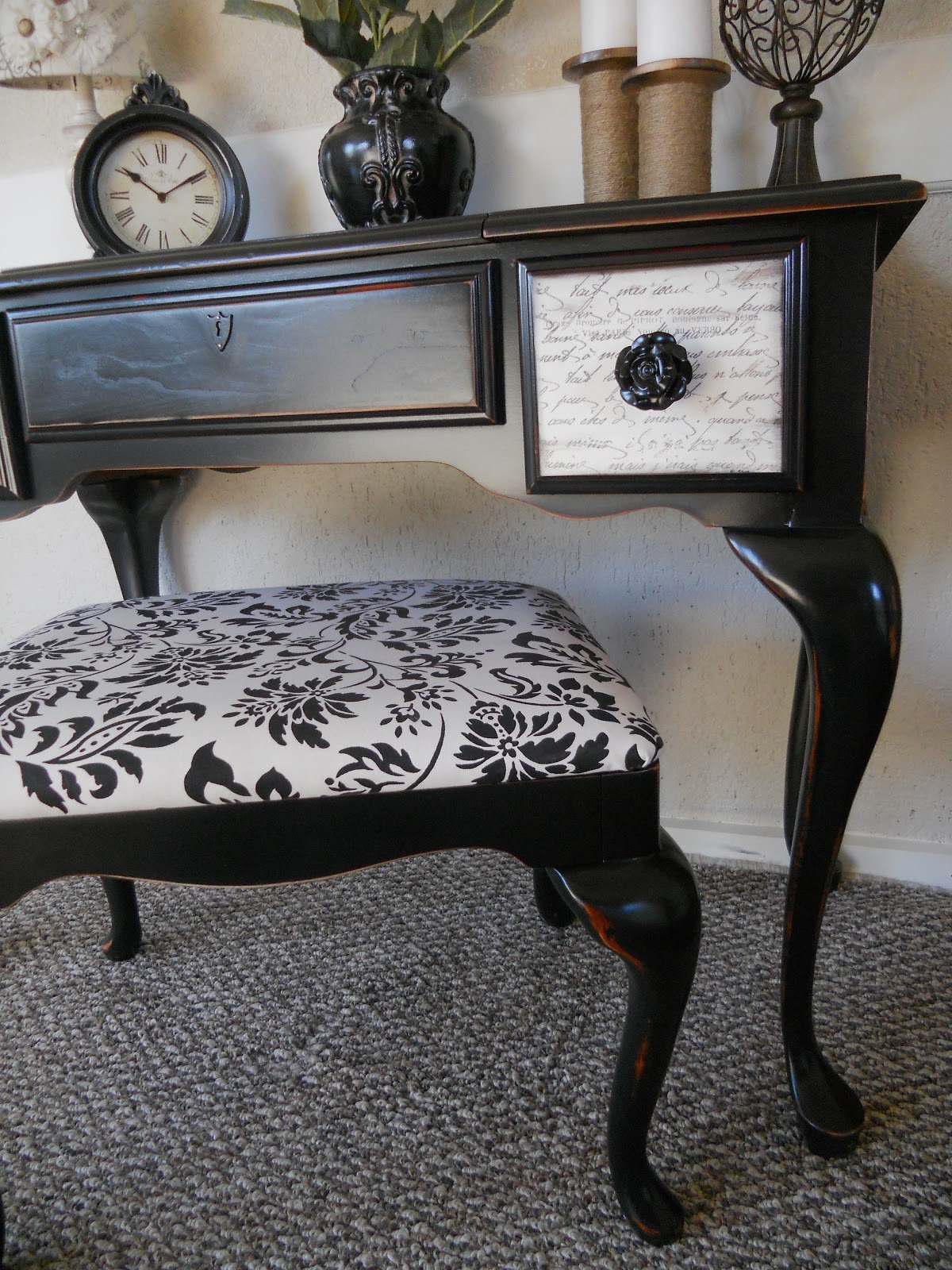 French Script Chair Createinspire Queen Anne Vanity With French Script Drawers
