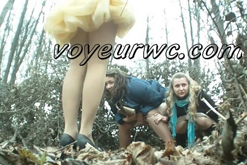 Wedding guest filming these babes taking a piss in the woods (Wedding Pissing Park 16)