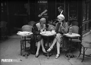 http://www.parisenimages.fr/fr/galerie-collections/339-1-terrasse-cafe-paris-1925