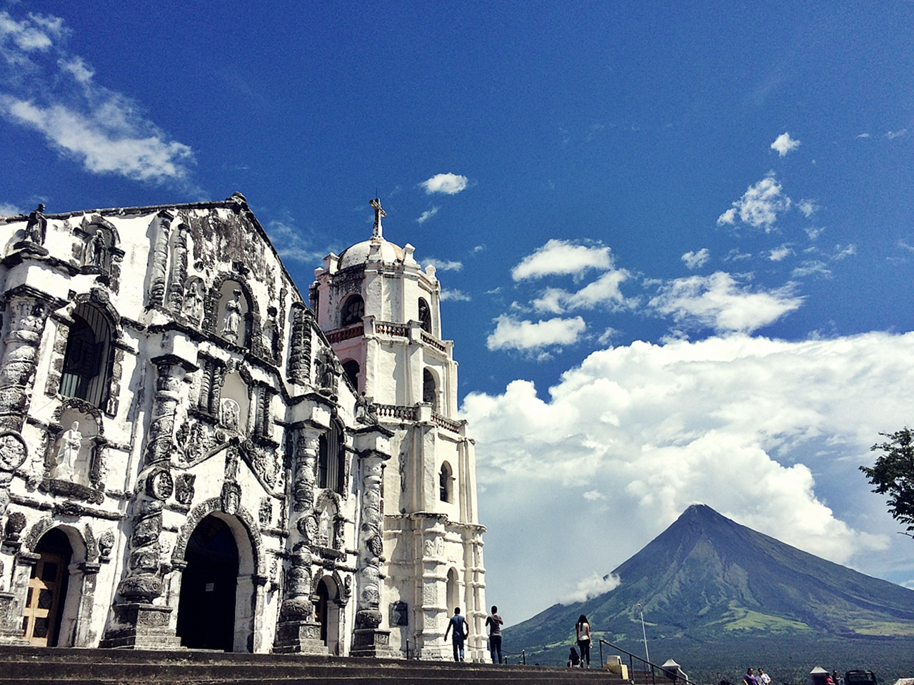 The Historic Church of Daraga - Nomadic Experiences