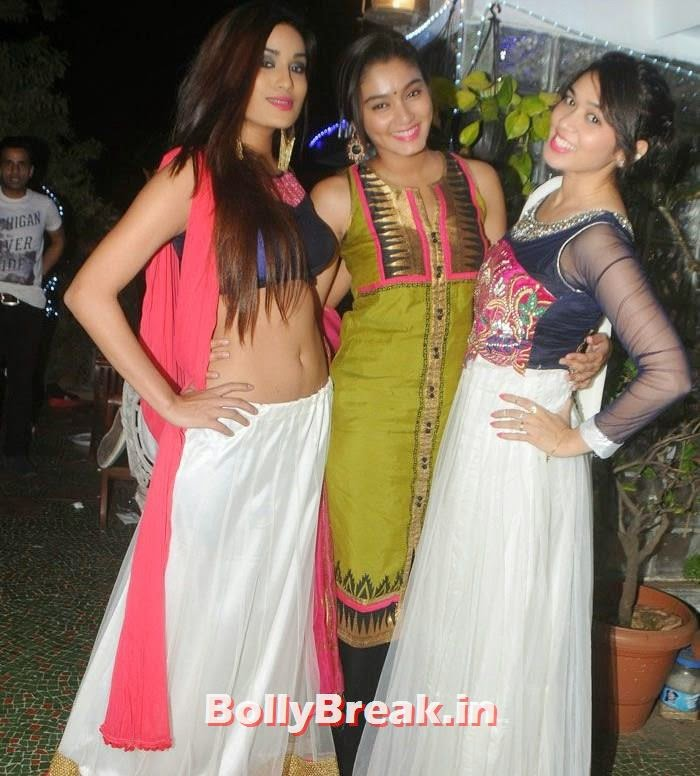 Priyanka Kotak, Sana Maqbool, Hot Photos from Rowdy Bangalore Team of Box cricket League