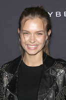 Josephine Skriver red carpet dresses photo