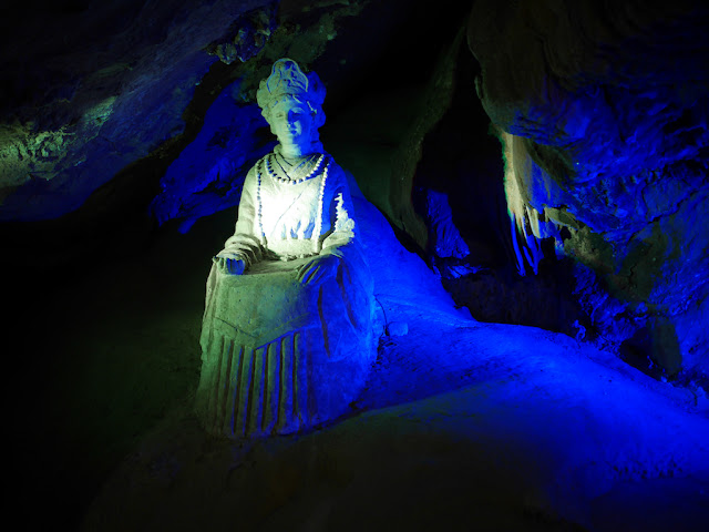 Longmu Returns sculpture at Panlong Cave in Yunfu