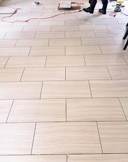 pasang keramik zigzag