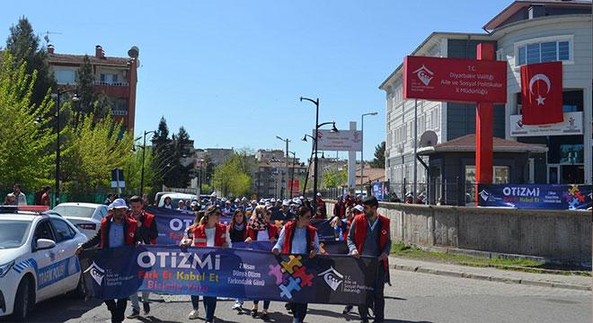 Diyarbakır'da Aspim Otizm Farkındalık yürüyüşü gerçekleştirildi