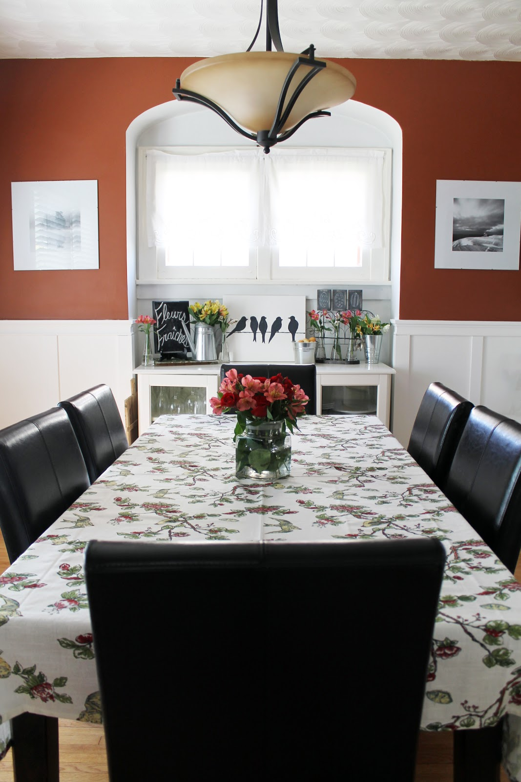 Cheerful Dining Room Colors