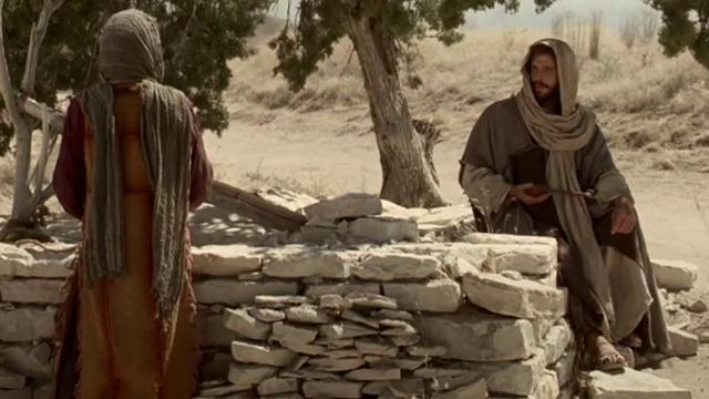 Jesús habla con mujer samaritana en el pozo de Jacob