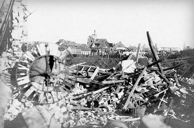 Geluveld en ruine au lendemain de la guerre.