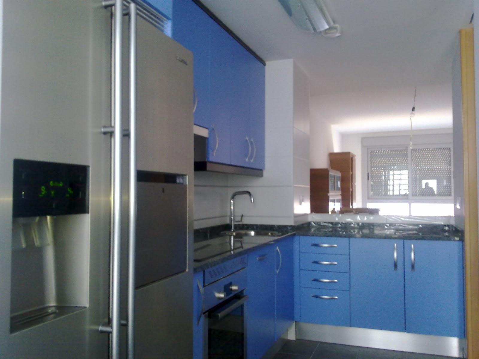laminado azul mate encimera granito labrador claro  cocinas ayz eurolarMADRID