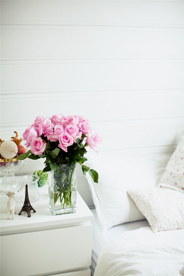 Interiors | White Bedroom + Pink Roses