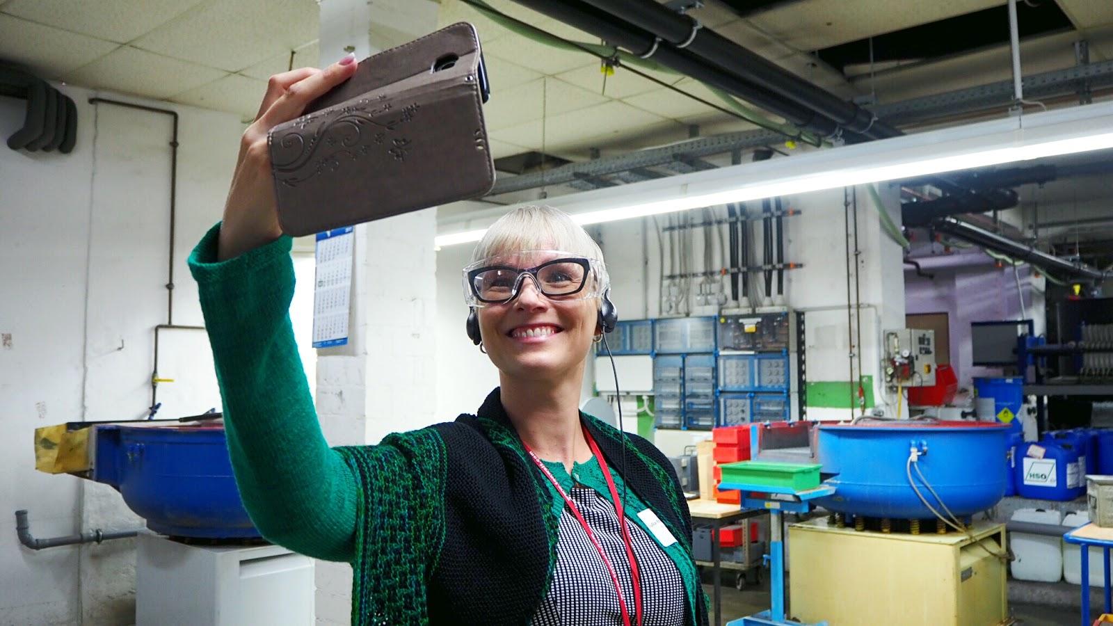 Julia von Feinmotorik beim Selfie im Werk von addi by Selter