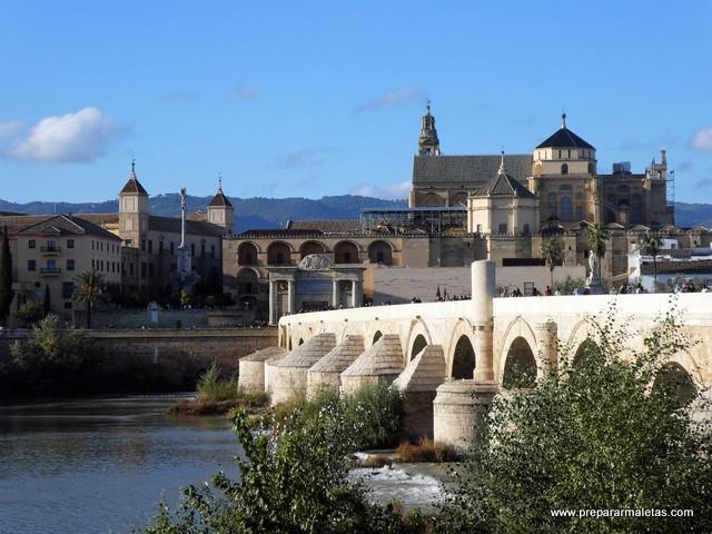 puente romano en el río Guadalquivir en Córdoba
