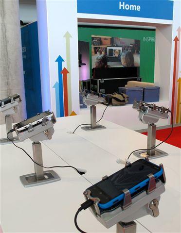 展覽活動中使用Gripzo展售防盜產品,平板防盜展示架,ipad平板電腦防盜防竊鎖立架,手機防盜架