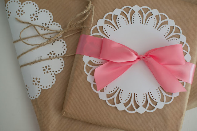 Pretty gift wrap ideas using the Martha Stewart Circle Edge Punch