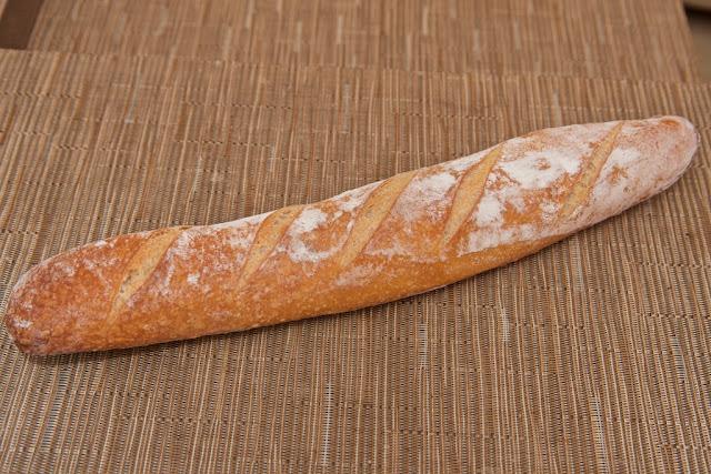 Boulangerie - Boulangerie Yves Gisbert - Marché de Saint-Nazaire - Saint-Nazaire - Pain - Baguette - Baguette au levain - Boulangerie - Tartines - Petit-déjeuner