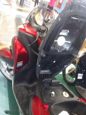 скутер c открытым багажником