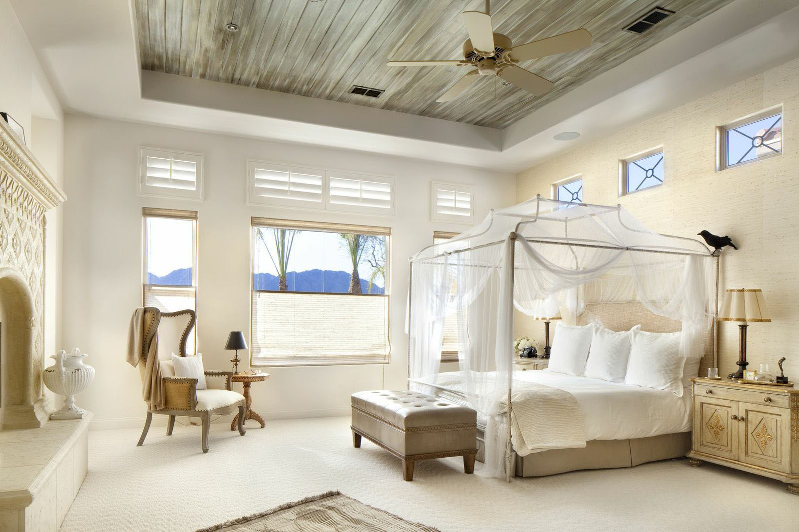 35 luxury bedrooms flaunting decorative canopy beds - Canopy bed in small room ...