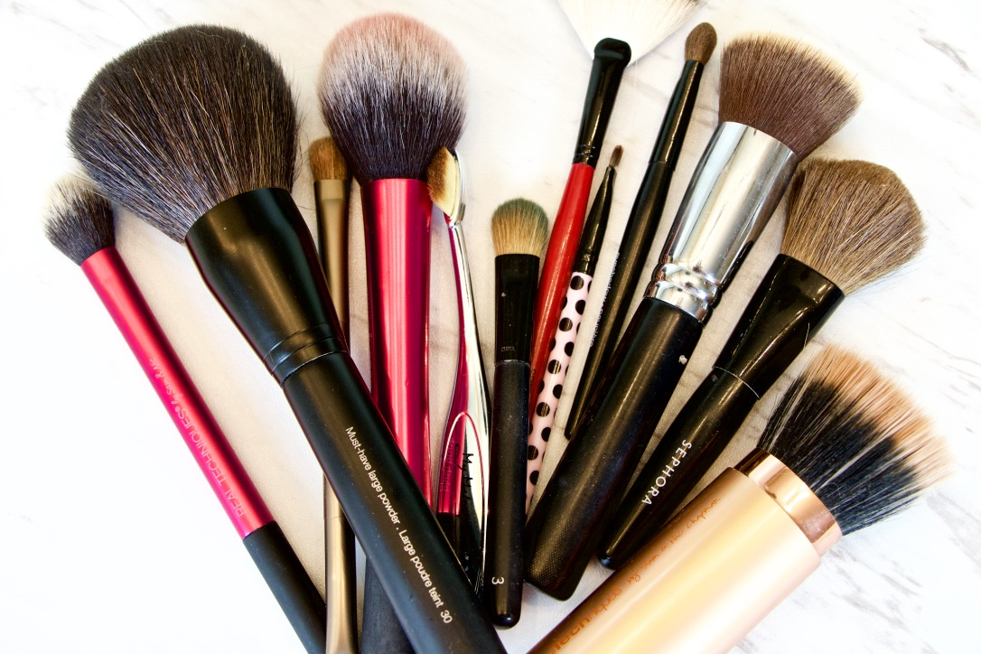 How To Clean Your Makeup Brushes Using The MAC Brush Cleanser