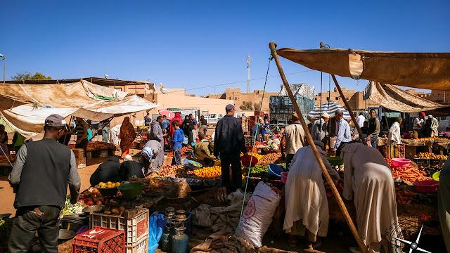 Puestos de fruta en el mercado de Rissani